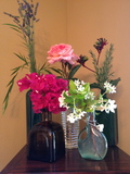Large_clustered_floral_arrangements
